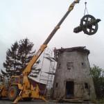 Rackeby väderkvarn demonteras för reparation
