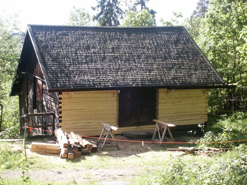 Fornbyn i Trollhättan, timmerlagning